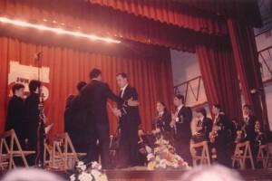 1995 El director cede la batuta al compositor Eloy Lorente